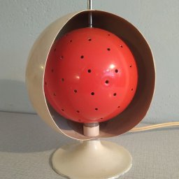 Space age bulb lamp