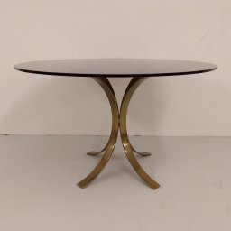 Round dining table 1970s