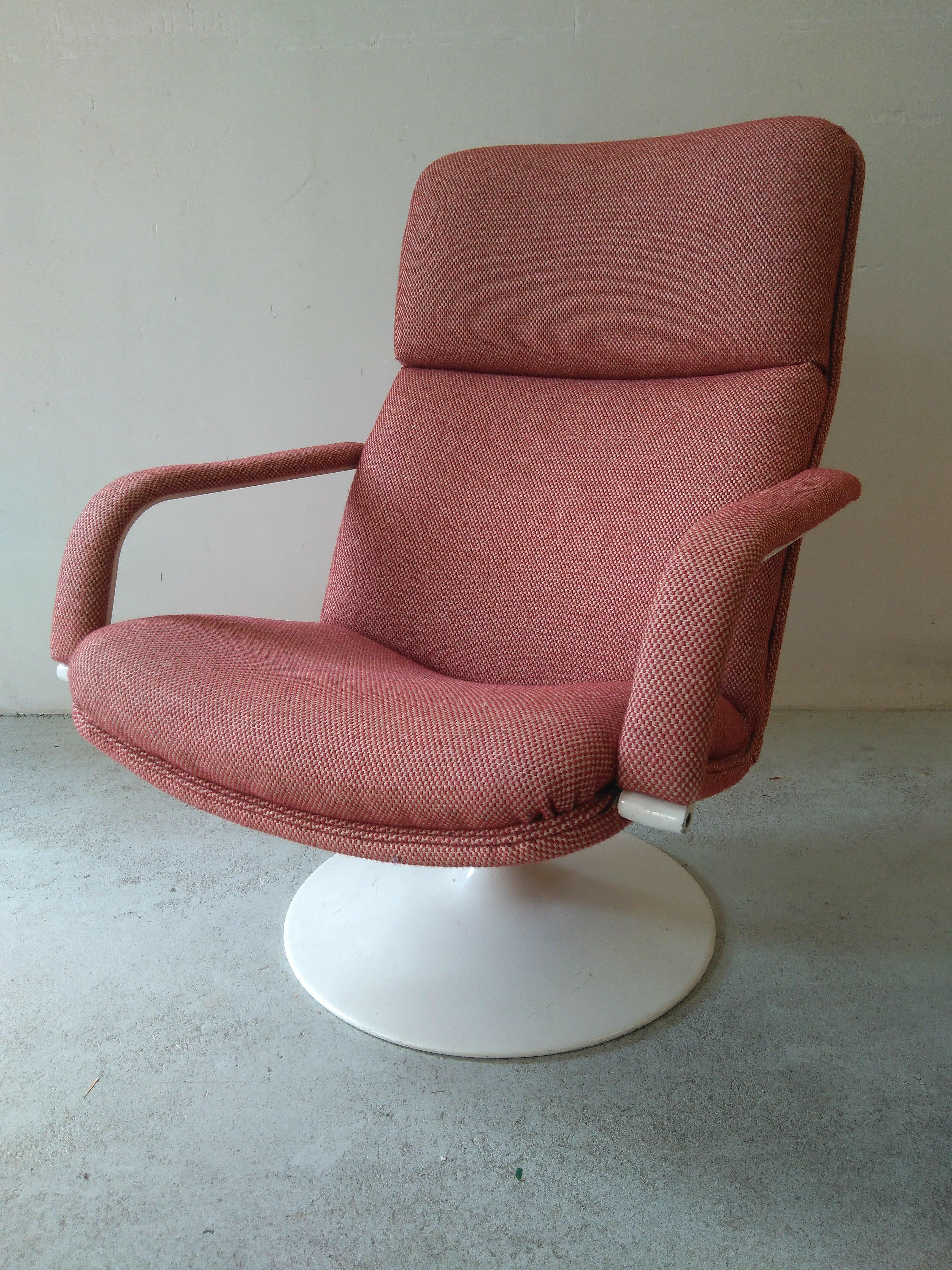 El Vinta: Turn Armchair Artifort Model 141 (Furniture